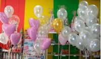 Λευκά περλέ μπαλόνια και καρδιές