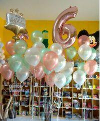 Μπαλόνια παστέλ τούρτα και αριθμός