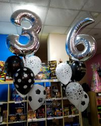 Μπαλόνια αριθμοί και μπάλες ποδοσφαίρου