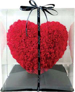 Κόκκινη καρδιά από τριαντάφυλλα